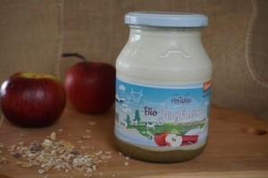 Rhabarber-Apfel auf Naturjoghurt aus Demeter-Frischmilch, 500g